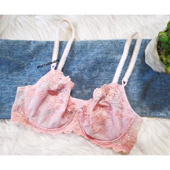159071dc16 Vintage • romantic lace bralette 🍃. M 5a4eefe531a376b5b800ada8